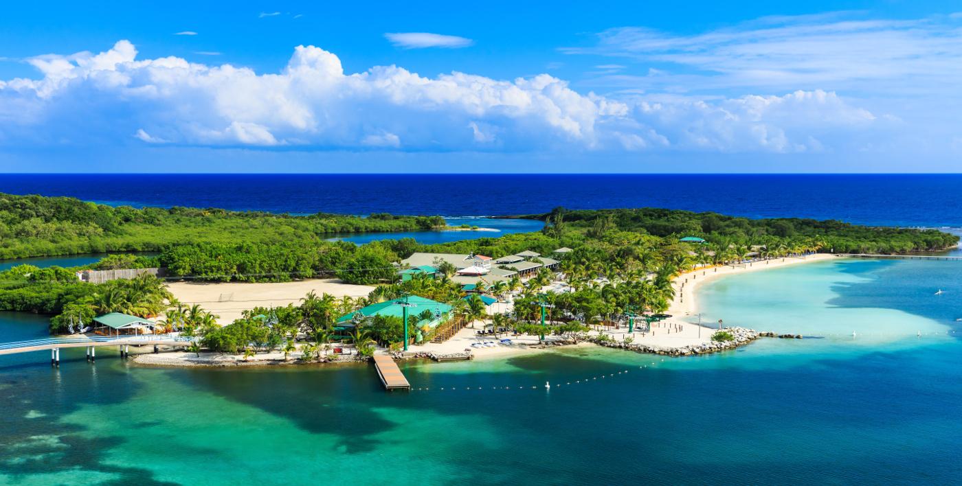 Honduraský ostrov Roatán v Karibském moři.